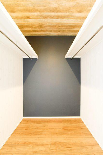 ウッドデッキでBBQを楽しむアカシア無垢床の家 ハーバーハウス上越支店