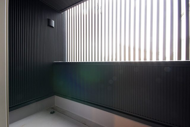ヴィンテージスタイル・吹抜けのあるウォルナット無垢床の家 ハーバーハウス上越支店