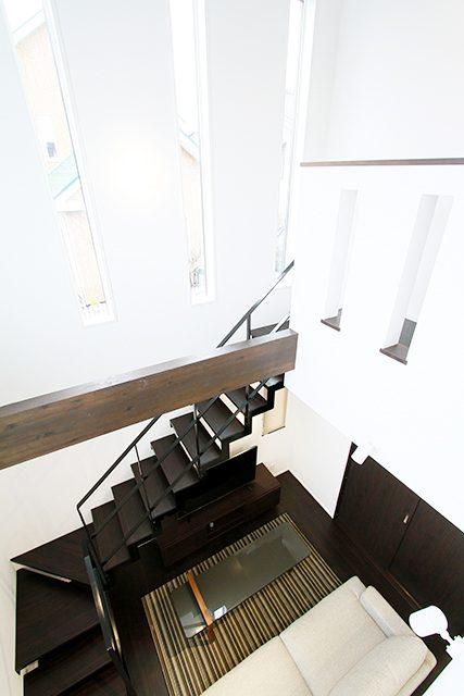 吹抜け×鉄骨階段 立地に合わせた、抜け感のある居心地の良い家 ハーバーハウス上越支店