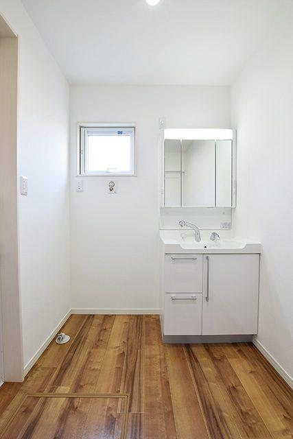 無垢外壁と無垢床の洗練されたお家 ハーバーハウス上越支店
