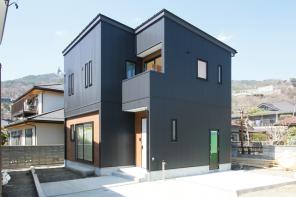 長野「ORGA アカシア無垢床のブラックガルバリウムハウス」 ハーバーハウス長野支店