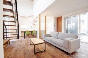 長野「ヴィンテージスタイル・吹抜けのあるウォルナット無垢床の家」 ハーバーハウス長野支店
