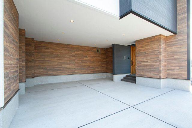 美しい大開口ガレージ&ヴィンテージ風ピットリビングのある家 ハーバーハウス上越支店